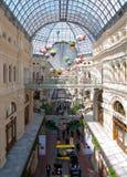 Interno della GOMMA del centro commerciale a Mosca Immagini Stock Libere da Diritti