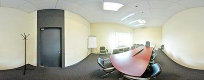 Interno della sala riunioni nell'ufficio del moder 360 gradi sferici della proiezione di panorama, appartamenti piani vuoti Fotografia Stock