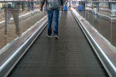 interno della scala mobile dell'aeroporto di Schang-Hai Pudong immagine stock libera da diritti