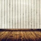 Interno della stanza con il muro di mattoni bianco ed il pavimento di legno Fotografia Stock