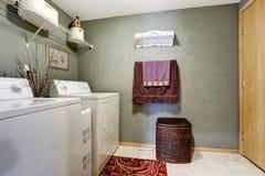 Interno della stanza di lavanderia immagine stock libera da diritti