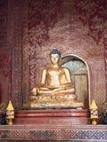 Interno della statua di Hall Buddha un PHA-si importante e molto vecchio di Wat fotografia stock libera da diritti