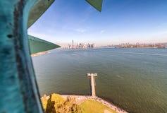 Interno della statua di Liberty Crown, New York fotografia stock libera da diritti