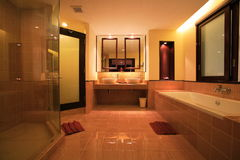 Interno della toilette, wc, toilette, bagno, lavabo, toilette Immagini Stock Libere da Diritti