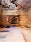 Interno della tomba antica nella città di PETRA Fotografia Stock Libera da Diritti