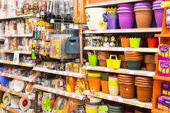 Interno interno delle scalette e dei frigoriferi con i prodotti del supermercato di Migros in Manavgat, Turchia Fotografie Stock Libere da Diritti