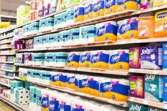 Interno interno delle scalette e dei frigoriferi con i prodotti del supermercato di Migros in Manavgat, Turchia Immagini Stock Libere da Diritti