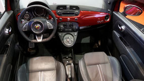 Interno di Abarth Fiat 500 Fotografia Stock