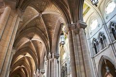 Interno di Almudena Cathedral a Madrid Fotografie Stock Libere da Diritti