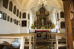 Interno di architettura di piccola chiesa per pregare svizzero e la visita dei viaggiatori dello straniero e della gente al villa Fotografia Stock