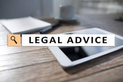 Interno di consiglio legale sullo schermo virtuale consulto Avvocato avvocato, concetto di finanza e di affari immagini stock libere da diritti