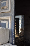 Interno di costruzione crollato casuale Fotografie Stock