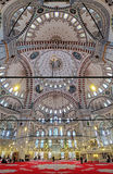 Interno di Fatih Mosque a Costantinopoli, Turchia Fotografia Stock