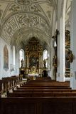 Interno di grande chiesa o cattedrale Fotografia Stock