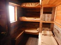 Interno di legno alpino della capanna del bivac Immagine Stock Libera da Diritti
