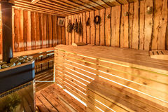Interno di legno classico di sauna di grande standard-progettazione Fotografie Stock Libere da Diritti