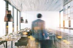 Interno di legno del ristorante del soffitto tonificato Immagini Stock