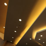 Interno di luce sul soffitto moderno Fotografia Stock Libera da Diritti