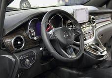 Interno di Mercedes-Benz Vito immagini stock