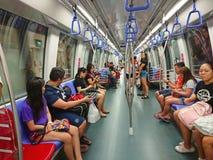 Interno di MRT del trasporto del sottopassaggio di Singapore Immagine Stock Libera da Diritti