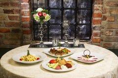 Interno di nostalgia del ristorante dell'hotel immagini stock libere da diritti