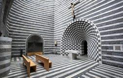 Interno di piccola chiesa del san Giovanni Battista dal Mongo a Valle Maggia, il Ticino, Svizzera Fotografie Stock