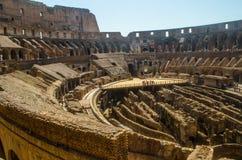 Interno di Roman Colliseum con la piattaforma del pavimento dell'arena Immagine Stock Libera da Diritti