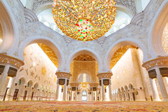 Interno di Sheikh Zayed Grand Mosque in Abu Dhabi Fotografie Stock Libere da Diritti