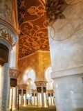 Interno di Sheikh Zayed Grand Mosque in Abu Dhabi, il capitale Immagini Stock