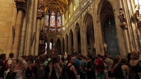 Interno di |St Vitus Cathedral a Praga archivi video