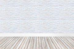 Interno di stanza bianca vuota con il pavimento di legno immagini stock