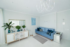 Interno di un appartamento luminoso Fotografia Stock