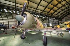 Interno di un capannone con alcuni aeroplani d'annata rari dell'intercettore Fotografie Stock