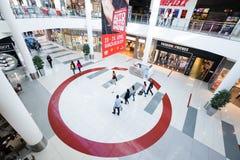 Interno di un centro commerciale moderno Fotografia Stock