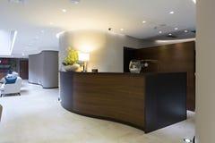 Interno di un hotel - area reception Fotografie Stock