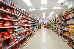 Interno di un hyperpermarket a basso prezzo Voli Fotografia Stock
