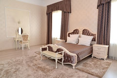Interno di una camera da letto di doppia camera di albergo Immagini Stock