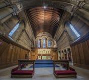 Interno di una cappella con incorniciatura di legno Fotografie Stock Libere da Diritti