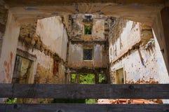 Interno di una costruzione bombardata Fotografie Stock