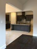 Interno di una cucina piacevole in nuova casa Fotografia Stock Libera da Diritti