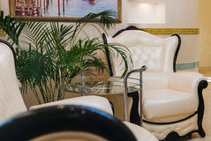 Interno di una sala di attesa in un salone della STAZIONE TERMALE fotografie stock libere da diritti