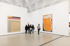 Interno di vasto Art Museum contemporaneo fotografie stock