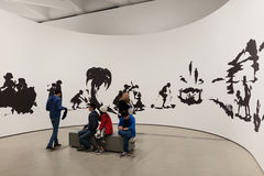 Interno di vasto Art Museum contemporaneo fotografia stock libera da diritti
