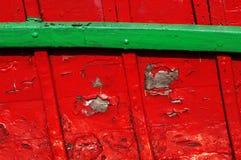 Interno di vecchia barca con legno scheggiato immagine stock libera da diritti