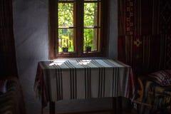 Interno di vecchia casa rumena Fotografie Stock