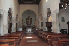 Interno di vecchia chiesa Fotografia Stock Libera da Diritti