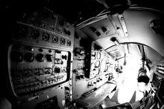 Interno di vecchio aereo con il pannello di controllo Fotografie Stock Libere da Diritti