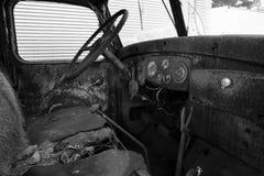 Interno di vecchio camion abbandonato immagini stock libere da diritti