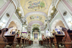 Interno europeo della chiesa Immagini Stock Libere da Diritti
