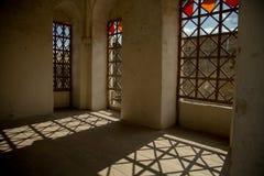 Interno, finestre, ombre Fortezza medievale nella città di Khotin Ucraina occidentale Fotografia Stock